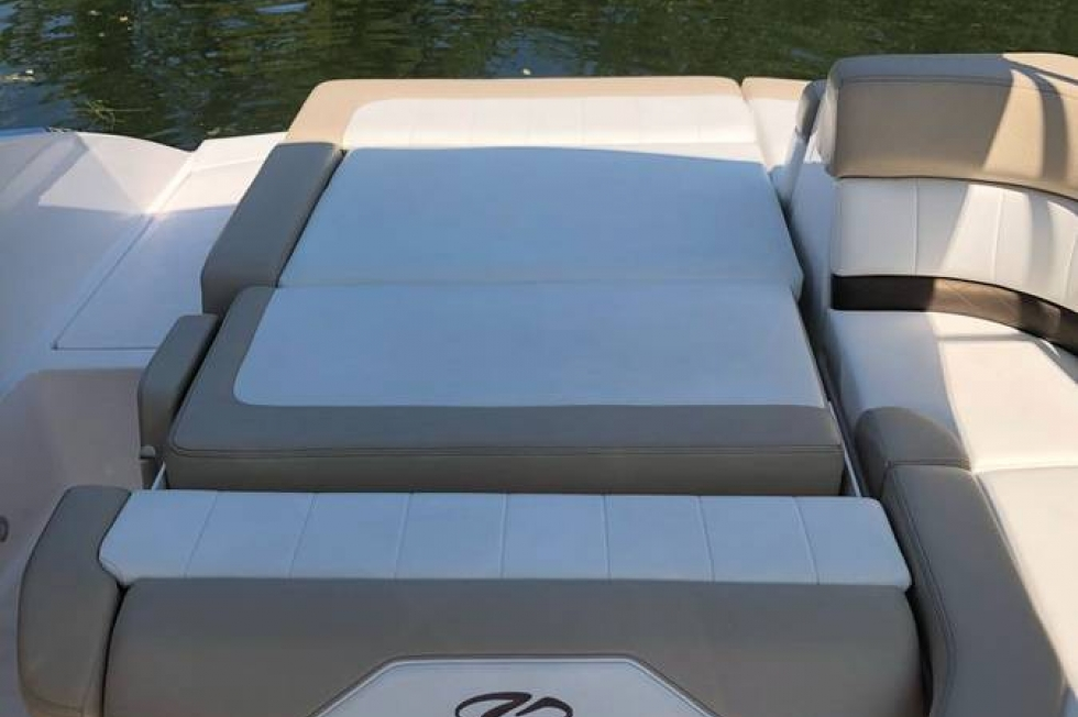 2012 Regal 24 Fasdeck